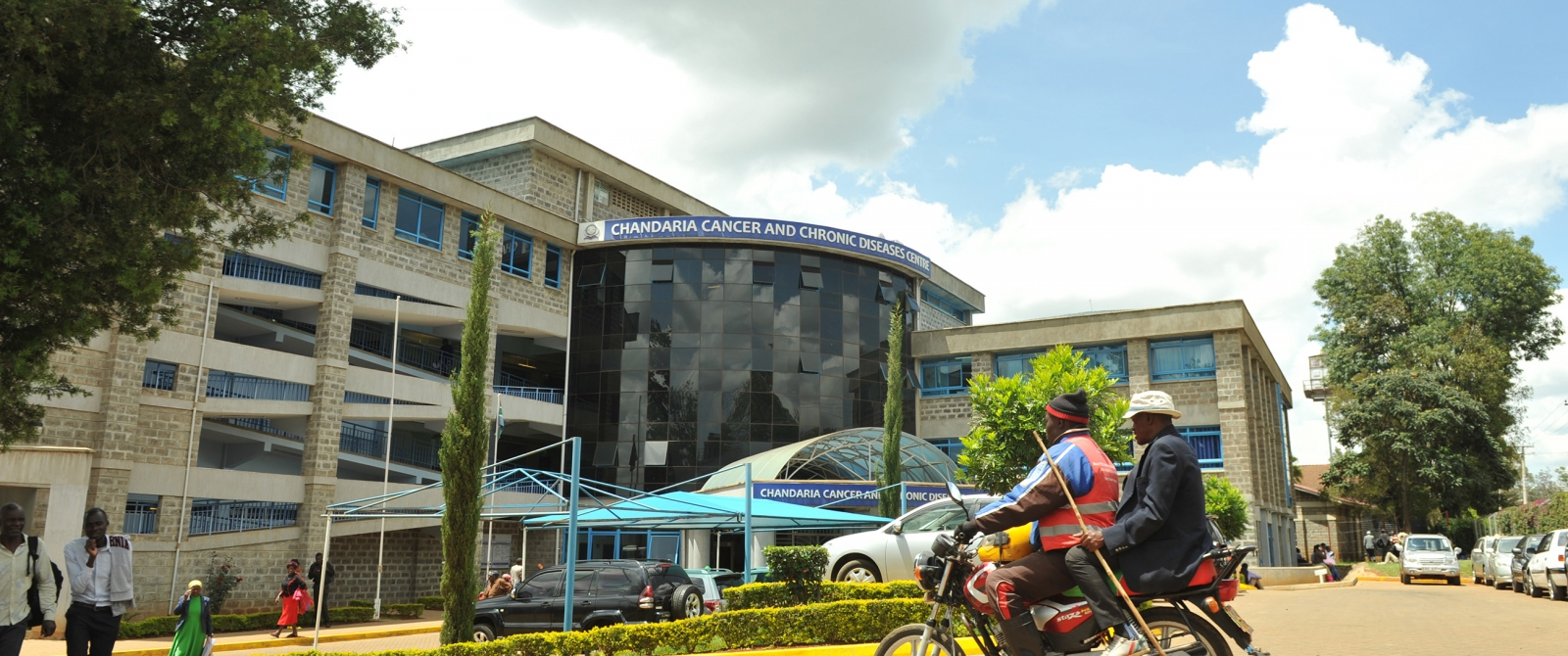A visitor arrives at Moi Teaching and Referral Hospital (MTRH)